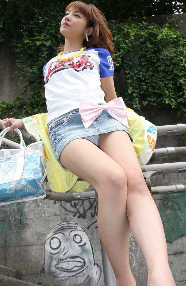 ミニスカート エロ画像 16