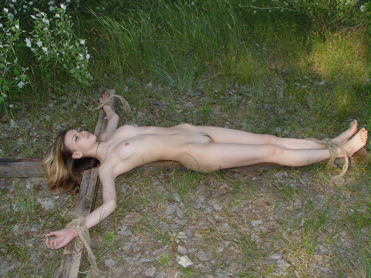三次元 3次元 エロ画像  野外 露出 羞恥 緊縛 拘束 べっぴん娘通信 21