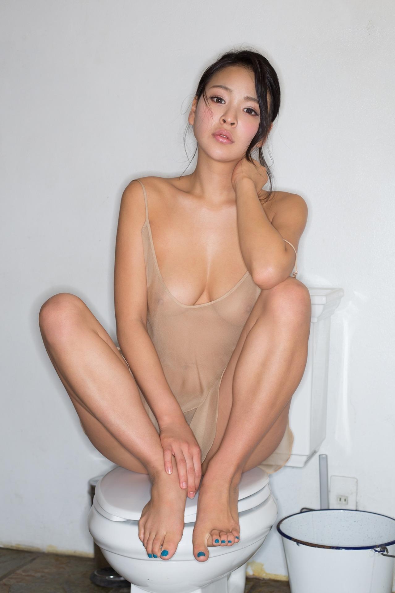 三次元 3次元 エロ画像 トイレ 便座 便器 ヌード べっぴん娘通信 001